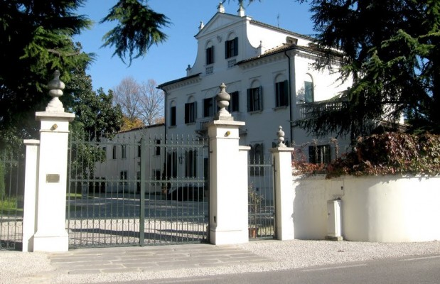 Villa-Gussoni-Candian-a-Noventa-Padovana-619x400